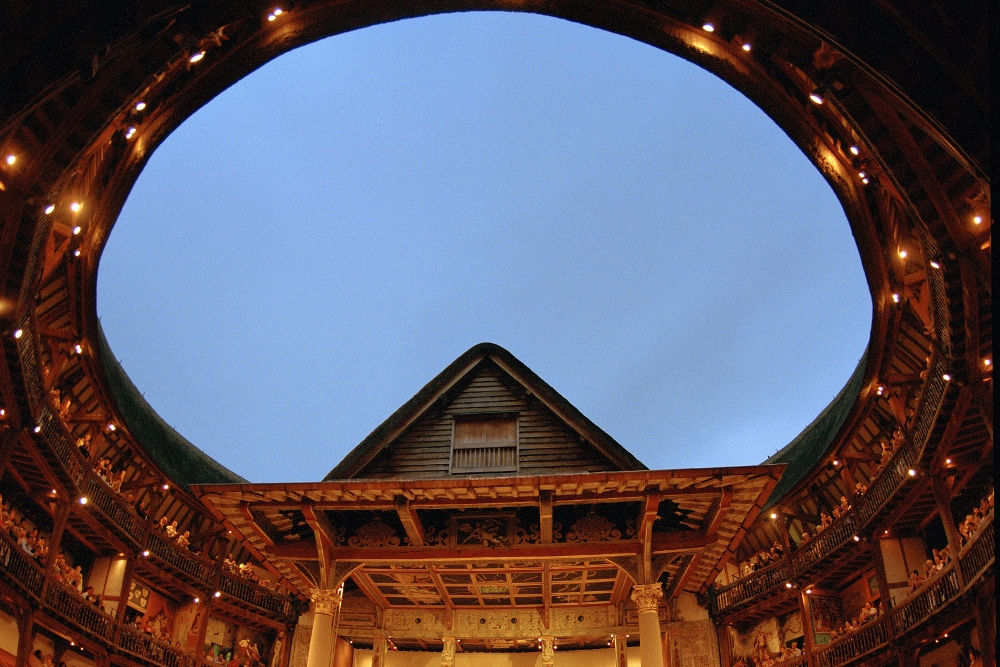 Inside-the-Globe-Theatre-Double-Barrelled-Travel